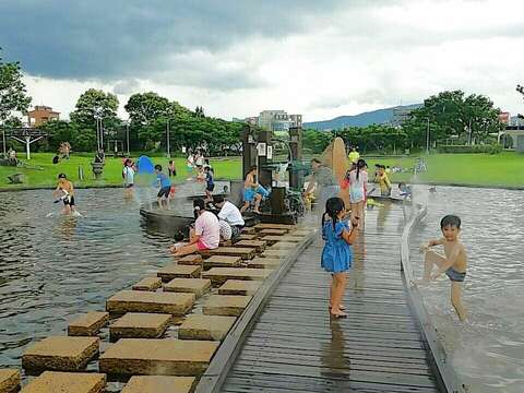 Free Water-sprinkling fun for the Entire Family at Neihu Sports Park