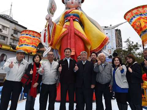 Eye-dotting ceremony for eight-meter tall Matsu float
