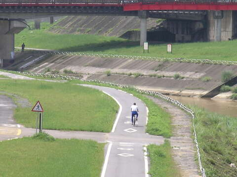 Left and Right Banks of the Jingmei River Bikeway