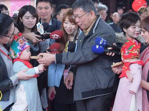 Mayor Attends Traditional Ceremony for One-year-olds at Lin An Tai Historical House